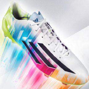 4+1 βήματα για να μαλακώσετε τα νέα σας ποδοσφαιρικά παπούτσια!