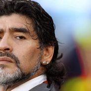Ξαναφοράει τα ποδοσφαιρικά του παπούτσια ο Diego Maradona.