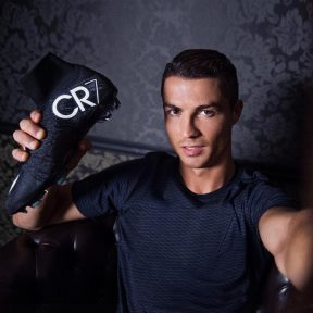 Εντυπωσιακά τα νέα ποδοσφαιρικά παπούτσια Nike Mercurial Vapor X του Cristiano Ronaldo!